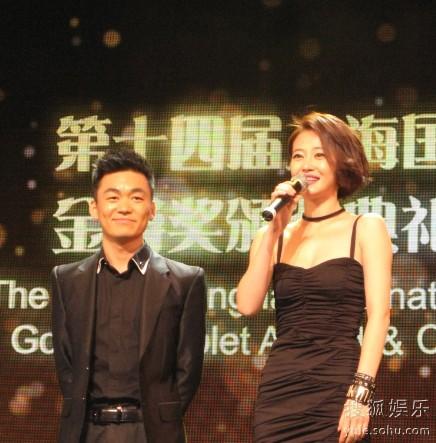 王宝强和谭卓在颁奖典礼上