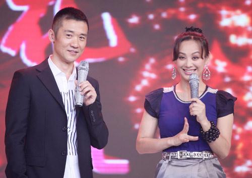 """黄志忠与宁静在《红槐花》首映礼现场挑战""""咆哮""""演技"""
