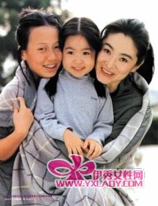 2014年6月是林青霞夫妇结婚20周年的大日子,外传邢李火原建皇宫豪宅是20周年礼物,也有一说指豪宅有独立3间物业,很可能是夫妻跟两个女儿一人一间的规划。