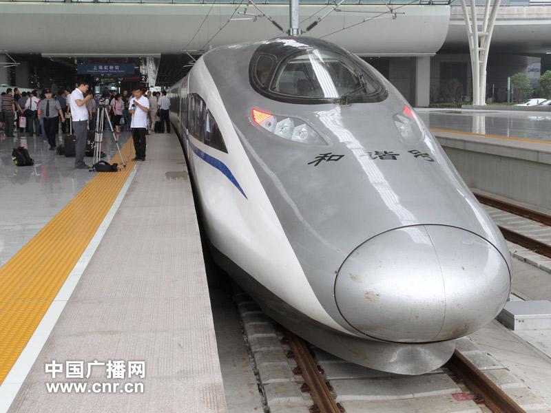 京沪高铁试运行使用的南车集团380a型列车(中广网记者涂傲摄)