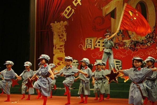 幼儿演唱《红星闪闪》