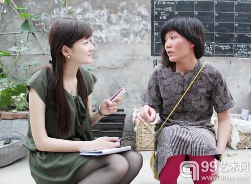 艺术家何颖雅接受99艺术网记者采访