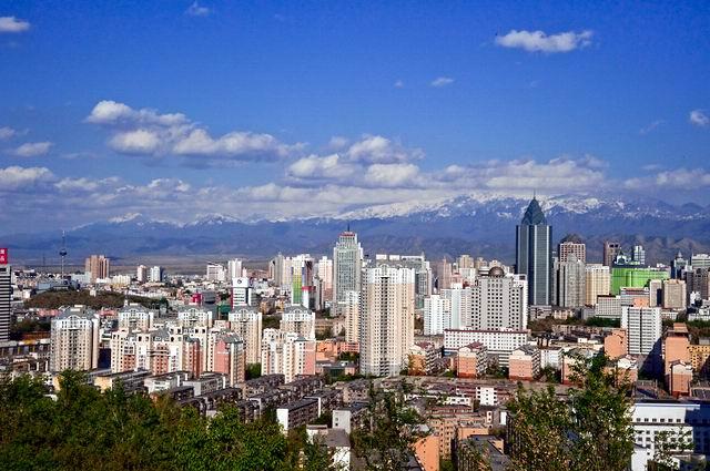 快速发展的乌鲁木齐--新疆频道--人民网; 十年开发打基础 跨越发展