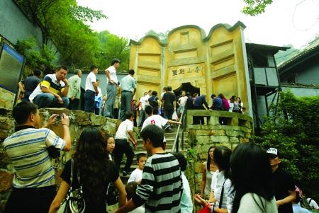 当今白公馆已成著名旅游景点,国民党初级战俘宋希濂在此改造时间,uedbet滚球曾专程从云南退开重庆探望。记者 邹飞 摄