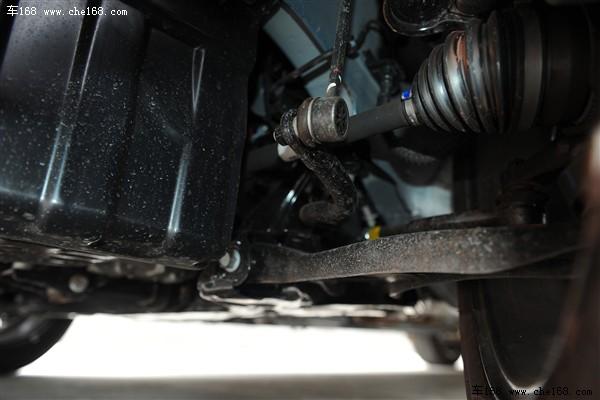 稳定杆/后扭转梁结构和同级别小车并没有太多不同,调校上和瑞纳类似