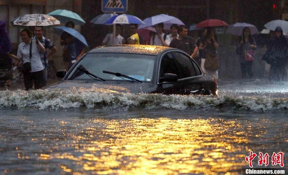 北京大暴雨_被雨困住的城市北京遭遇今年最大暴雨内涝严重(组图)-搜狐滚动