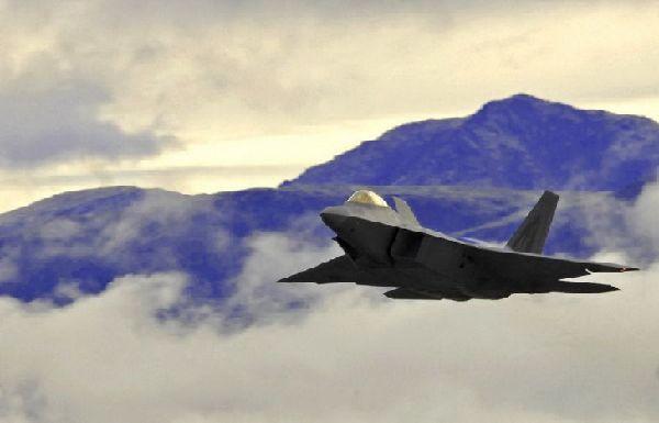 资料图:部署在阿拉斯加空军基地的f-22a战机