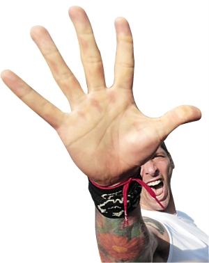 2010年,国际米兰夺冠后,马特拉齐在庆祝游行中伸出五个手指代表他取得图片