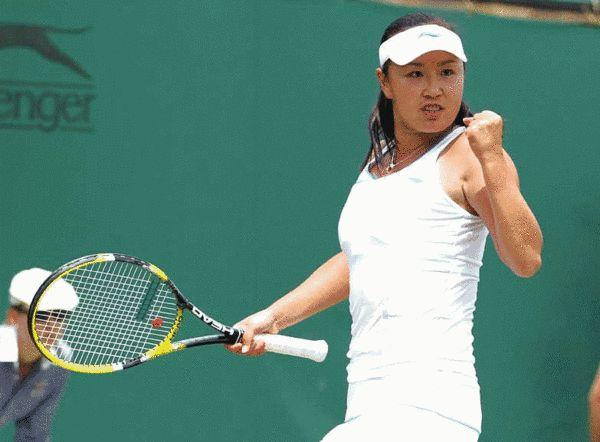 中国选手彭帅在比赛中庆祝得分。新华社发