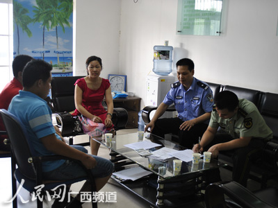 来宾市交警一大队叶永局教导员,市公安局消防支队相关领导与来宾市图片