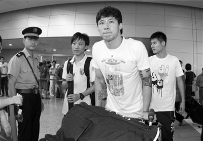 张琳芃推着行李出关。图/Osports
