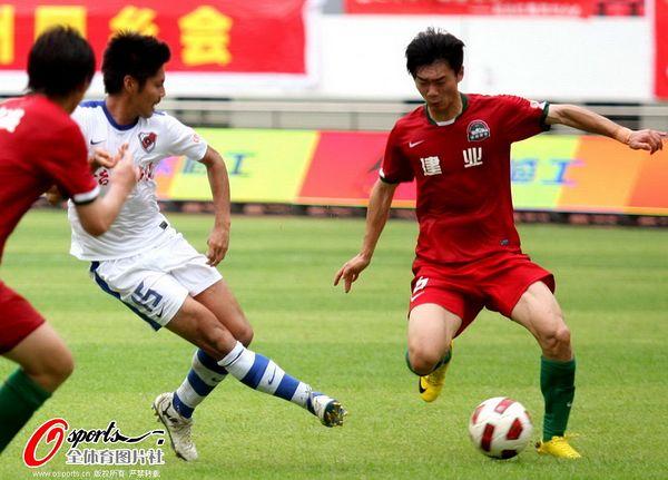 图文:深圳2-1青岛 乐山孝志助攻瞬间