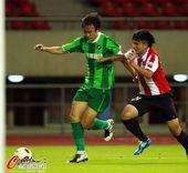 图文:杭州VS成都 杜威带球