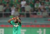 图文:[中超]北京1-1天津 马丁内斯抱头懊恼