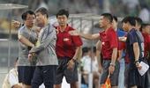 图文:[中超]北京1-1天津 泰达助教被罚出场
