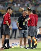 图文:[中超]北京1-1天津 帕切科冲裁判怒吼