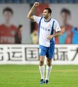 图文:[中超]辽宁0-1山东 安塔尔庆祝进球