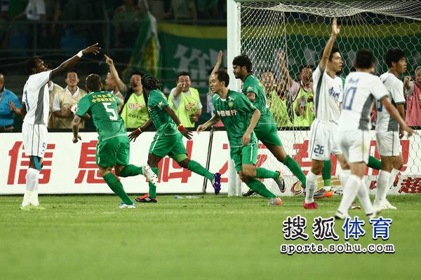 国安庆祝进球