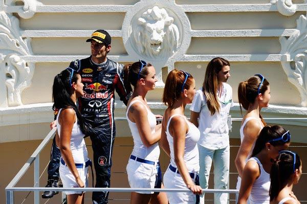 图文:F1欧洲大奖赛正赛 韦伯与众车模