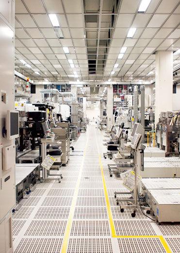 震区的许多芯片生产企业恢复程度很低,生产力远不如前。