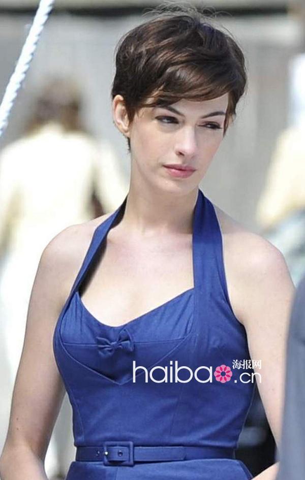 那么不妨跟随海报网编编一同来盘点一下最美短发发型的女明星吧,从图片