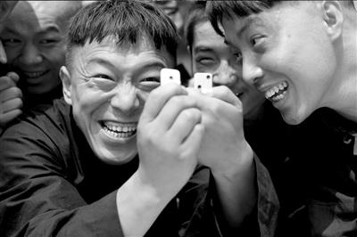 二蛋_黄渤(左)在剧中扮演葛二蛋.王铮供图