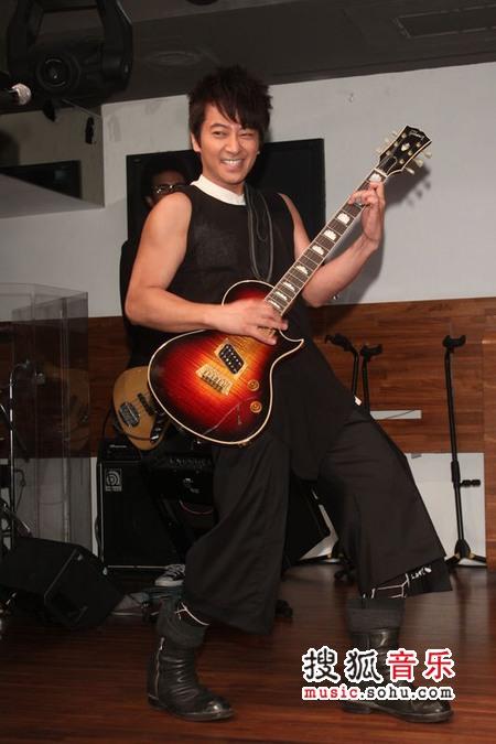 孙耀威相隔10年重返台湾乐坛