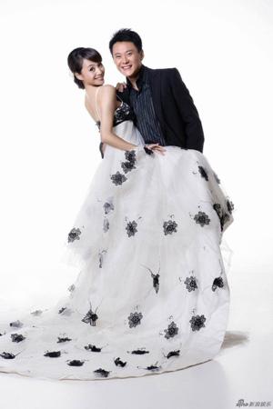 王斑和曹颖结束十几年的恋爱长跑,高调公布婚纱照,有情人终成眷属