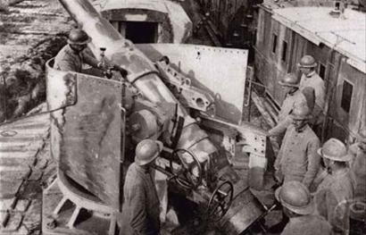 1939年德国突袭波兰,正式打响了重新划分欧洲版图的战争.
