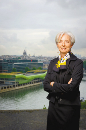 穿香奈尔的IMF总裁 The IMF Chief Wears Chanel