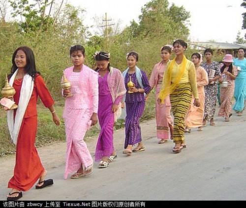 缅甸男人上街不穿裤子
