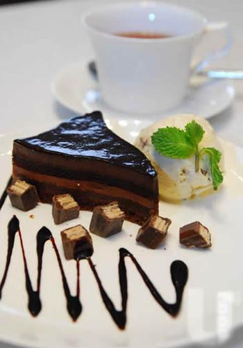 法式三角蛋糕拌Kit Kat Cappuccino香草雪糕($88)
