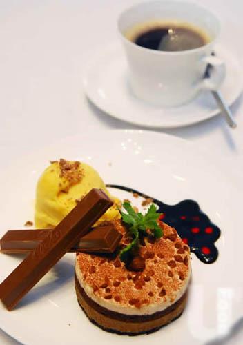 法式榛子蛋糕拌Kit Kat朱古力芒果雪糕($88)
