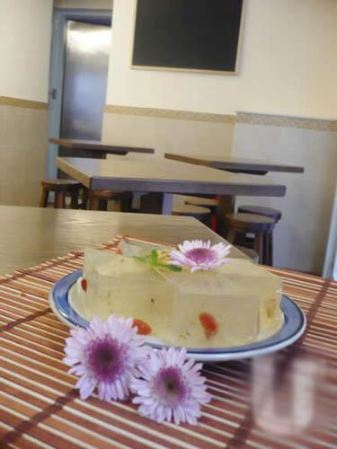 除糖水外还有中日糕点,这道杞子桂花糕($18)清甜养颜,相信会深受女士喜爱。