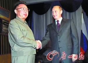 2002年8月,金正日乘坐专列前往符拉迪沃斯托克,与时任总统普京会面.