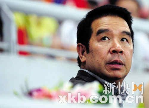 蓦然回首,杨家诚已身陷洗黑钱丑闻。