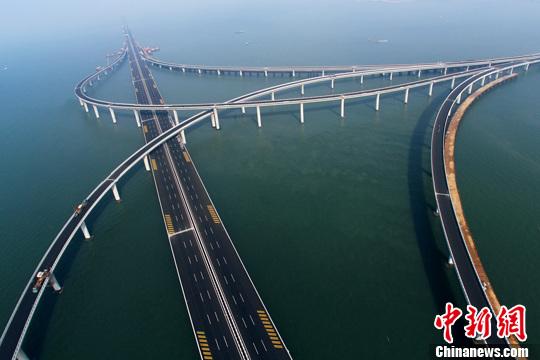 世界最长跨海大桥 青岛胶州湾大桥正式通车