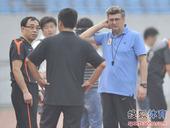 图文:[中超]鲁能备战深圳 马季奇思索