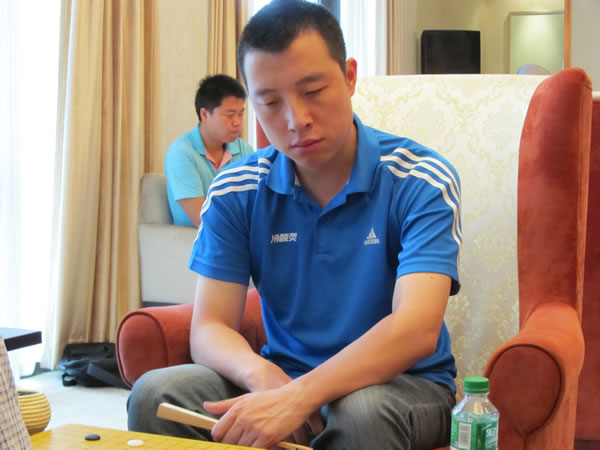 图文:围甲第九轮北京战重庆 古力在比赛中