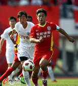 图文:[中超]长春0-0辽宁 杜震宇突破