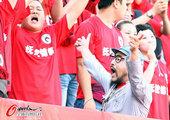 图文:[中超]长春0-0辽宁 激情球迷