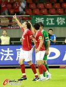 图文:[中超]杭州VS广州 克莱奥庆祝进球