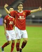 图文:[中超]杭州VS广州 克莱奥在进球后庆祝