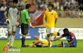 图文:[中超]上海0-1南昌 南昌队员痛苦