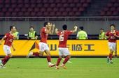 图文:[中超]杭州1-3广州 郜林进球与队友庆祝