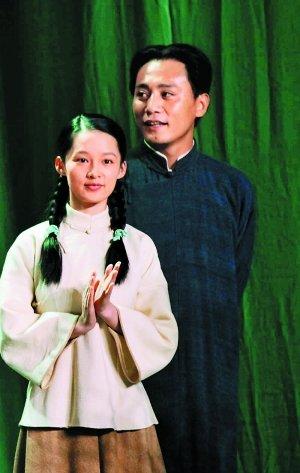 李沁在电影《建党伟业》(左)和电视《中国1921》(右)都饰演杨开慧,话题十足。
