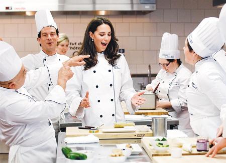 凯特出访加拿大,体验了一堂高级烹饪课。