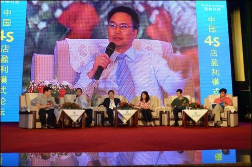 主题论坛上半场开始,路畅公司技术总监胡锦敏博士参加论坛讨论