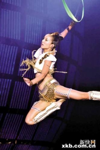 舞娘 蔡依林演唱会一人撑台 献唱粤语歌