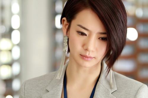 剧中戚薇饰演公关公司的公关总监叶柔,戚薇称叶柔比起上一部的尤小柔